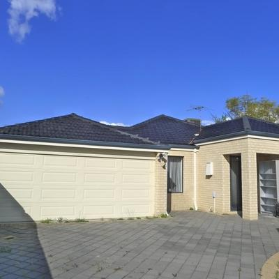 EASY CARE 5 BEDROOM 3 BATH FAMILY HOME
