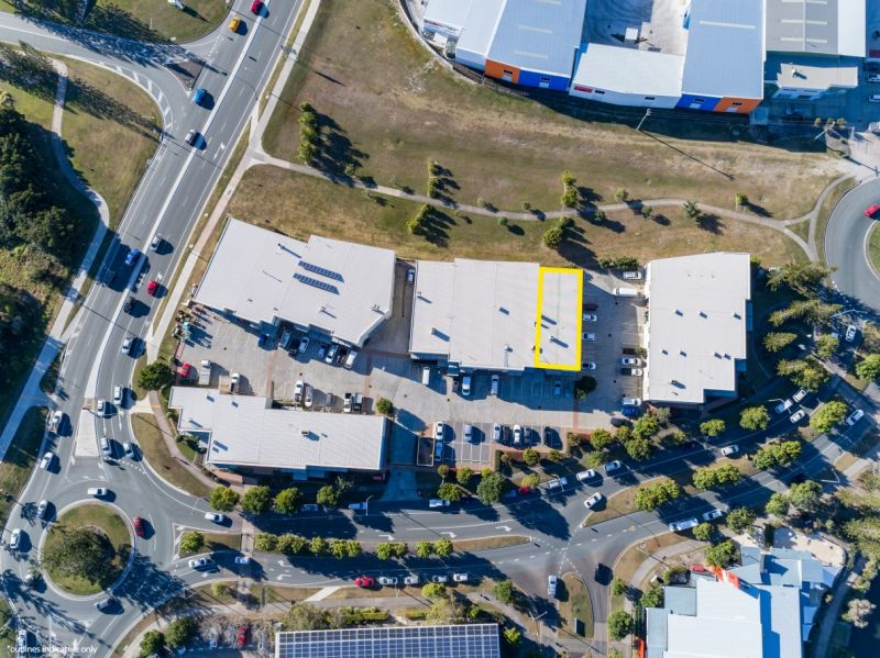 Centrally Located Showroom Opportunity | For Lease