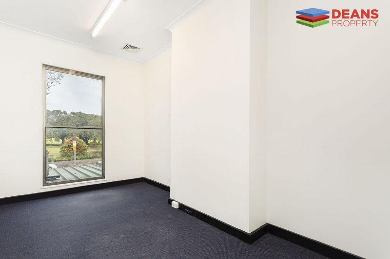 Refurbished & quiet first floor office overlooking Victoria Park!
