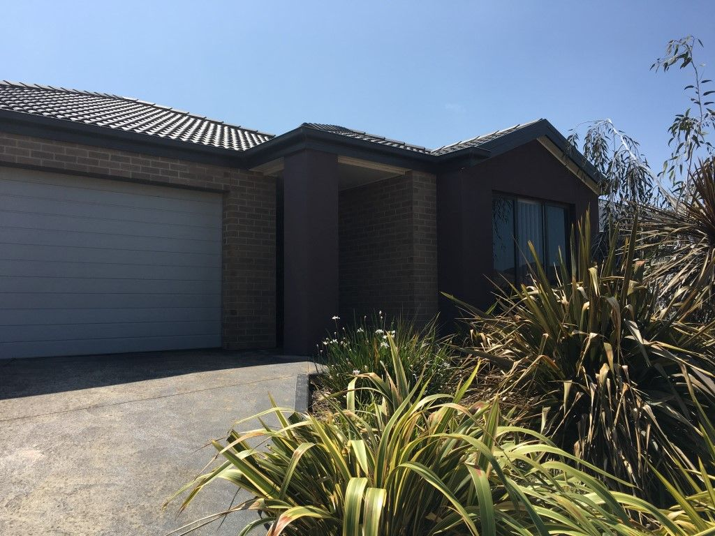Beautiful Four Bedroom Home in Point Cook - Perfect for a Family!
