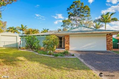 Attention Tradies/Car Enthusiasts - Affordable Home in Great Location!!