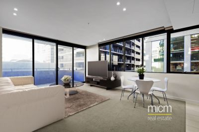 Inner City Style and Space Near Albert Park Lake