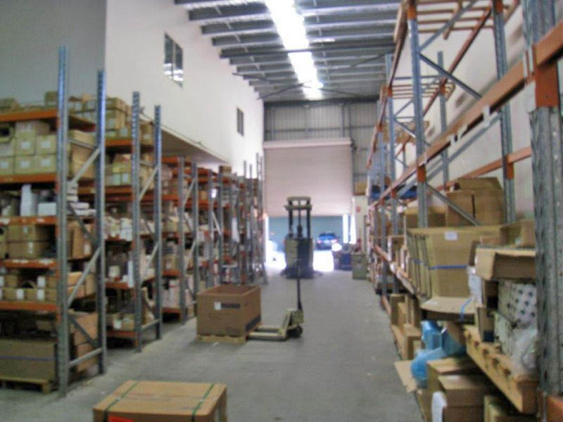 SUPERB OFFICE / HIGH WAREHOUSE UNIT WITH CORNER POSITIONING