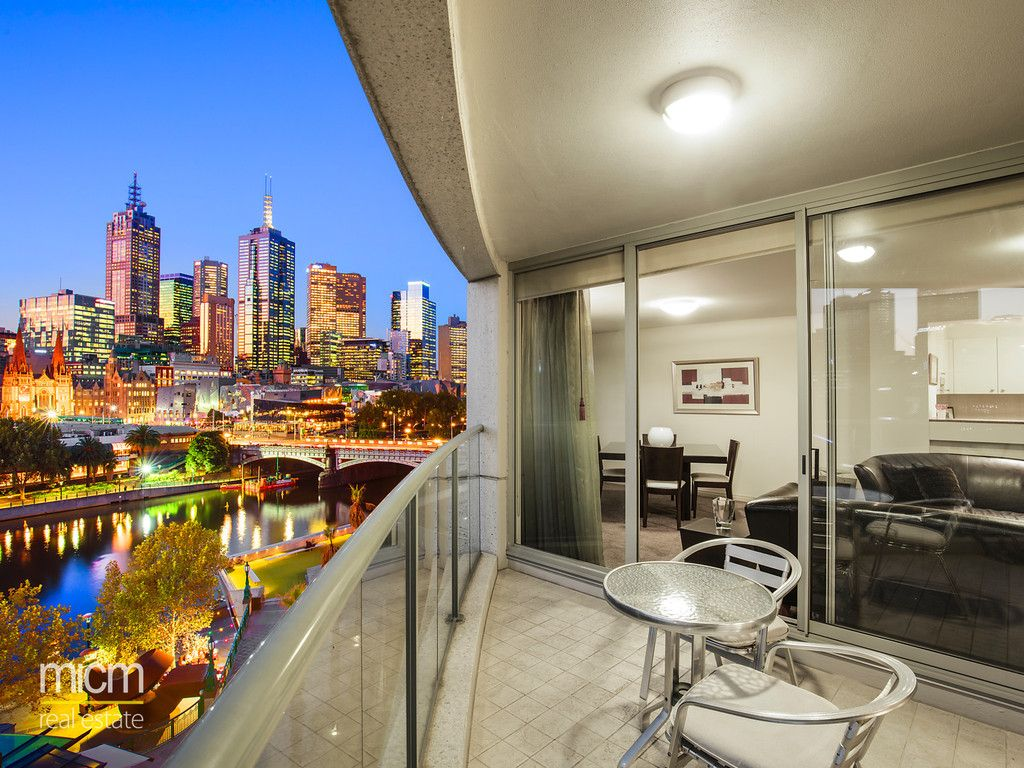Luxury Living in Quay West Suites Reveals Spectacular Southbank Style with Stunning Views!