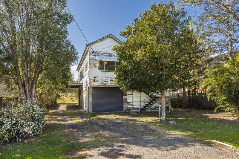 Spacious, Sunny and with a rural outlook!