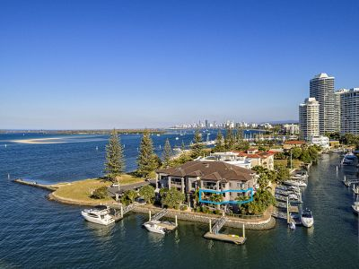 Stylish Downsizer - Lock-Up-And-Leave Lifestyle - Spectacular North Facing Location!