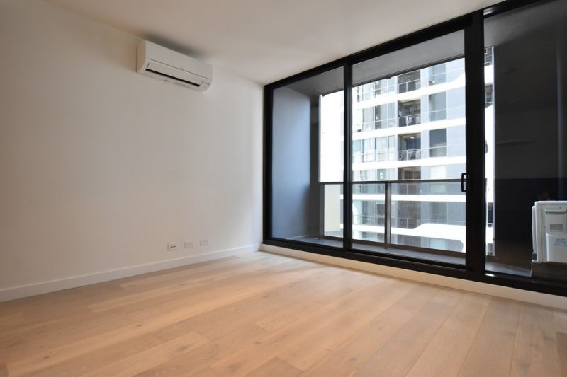 Empire: BRAND NEW One Bedroom Apartment in the Heart of Melbourne!