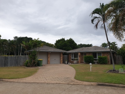 Fully Air-conditioned Clean Lowset Family Home close to Pool, School, Parks and Shops.