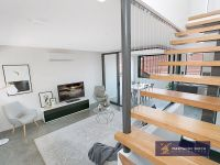 Beautiful Tri-Level Townhouse in Bulimba!
