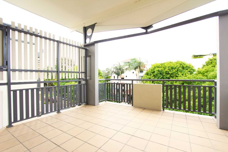 PRIME NEWSTEAD POSITION! TWO BEDROOMS + TWO BATHROOMS!>