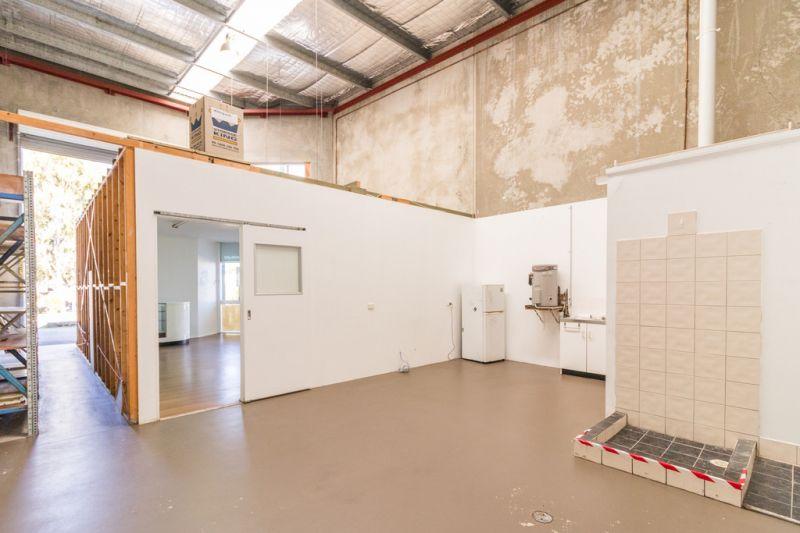 Showroom / Warehouse 83m2*