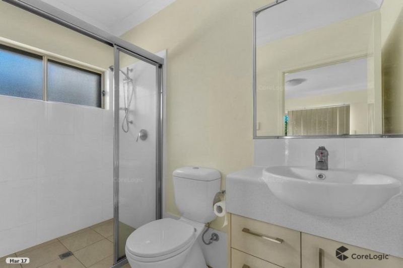 GROUND FLOOR PET FRIENDLY UNIT - WITH LARGE BACKYARD