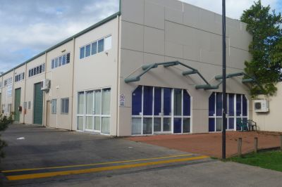 Great Strata Warehouse/Showroom/Offices - Excellent Exposure!