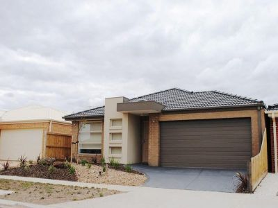 Featherbrook Estate, 21 Applebox Circuit: Look No Further!