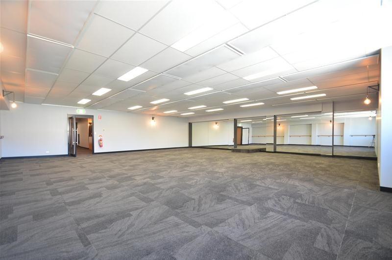 STUDIO, SHOWROOM OR OFFICES