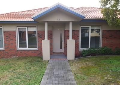 Large 3 bedroom house sized unit - Low Maintenanc walkd to schools and shops