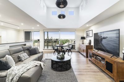 Top floor leafy setting with city skyline views and an abundance of natural light