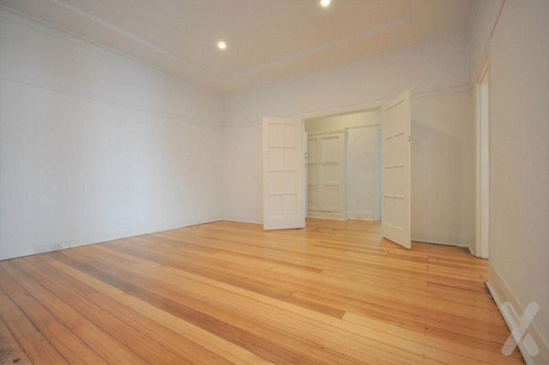 BIG, BRIGHT 1 BR apt -  Beautifully RENOVATED, 90 SQM+ !!!! IDEAL Location, Parking Permit Available!!!