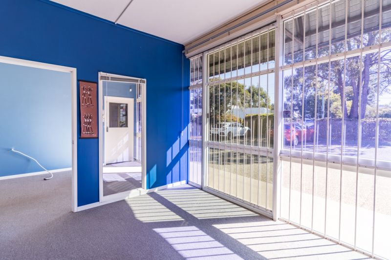 OFFICE / SHOWROOM ON CNR COMPTON AND NORTH RD