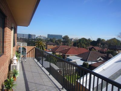 Large Two Bedroom Apartment with Double Parking
