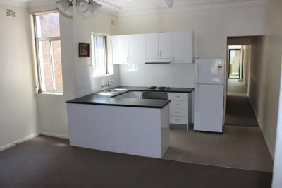 LARGE 2 BEDROOM UNIT WITH COURTYARD