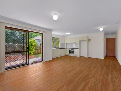 Great Value Apartment On Popular River Precint Street - Huge Courtyard with deck!