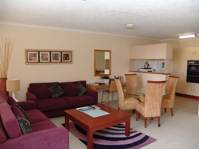 Top Floor Air Conditioned Centrally Located at the Astor Apartments - 5 minutes walk to city centre - Furnished