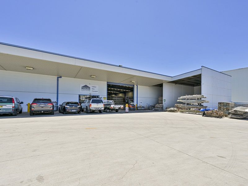 1,338m² High Clearance Factory & Office Space