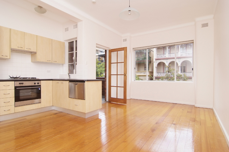 LARGE 1 BEDROOM APARTMENT WITH BALCONY IN A PRIME LOCATION