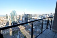 Spacious apartment with amazing views from the 32nd floor!