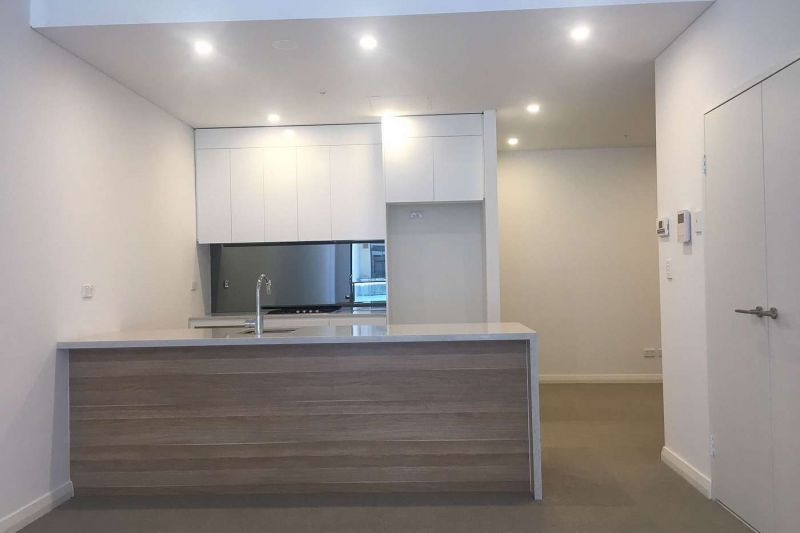 LARGE ONE BEDROOM+ STUDY APARTMENT WITH WATER VIEWS