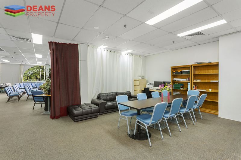 Expansive & Light Office Space With Excellent Exposure!
