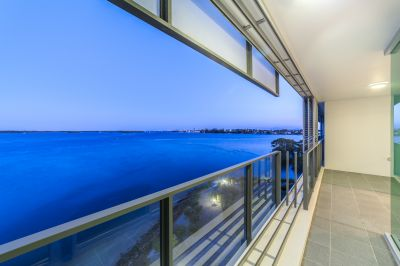 Spacious Apartment Enjoying Broadwater and Surfers Paradise Views!