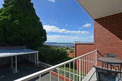 12 320A Davey Street, South Hobart