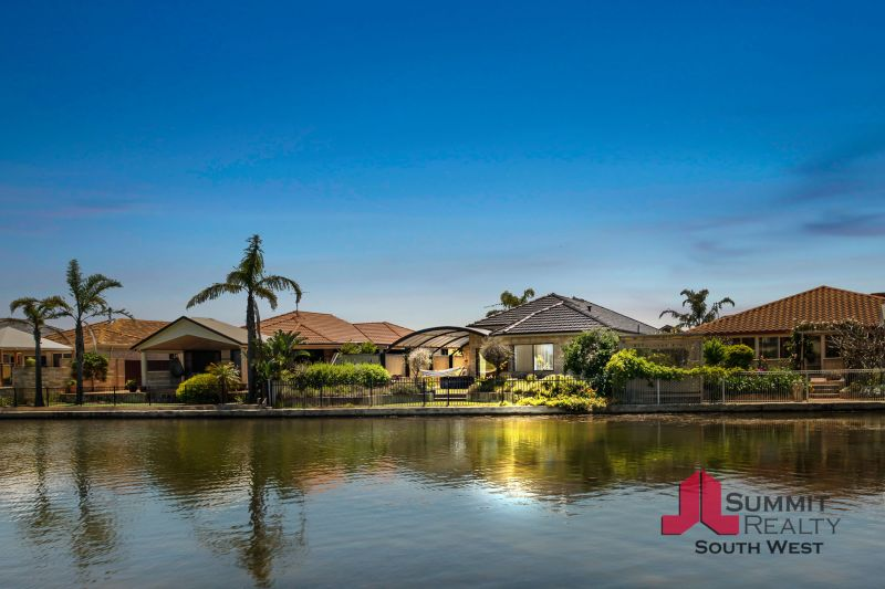 PRESTIGIOUS HOME WITH WATER VIEWS
