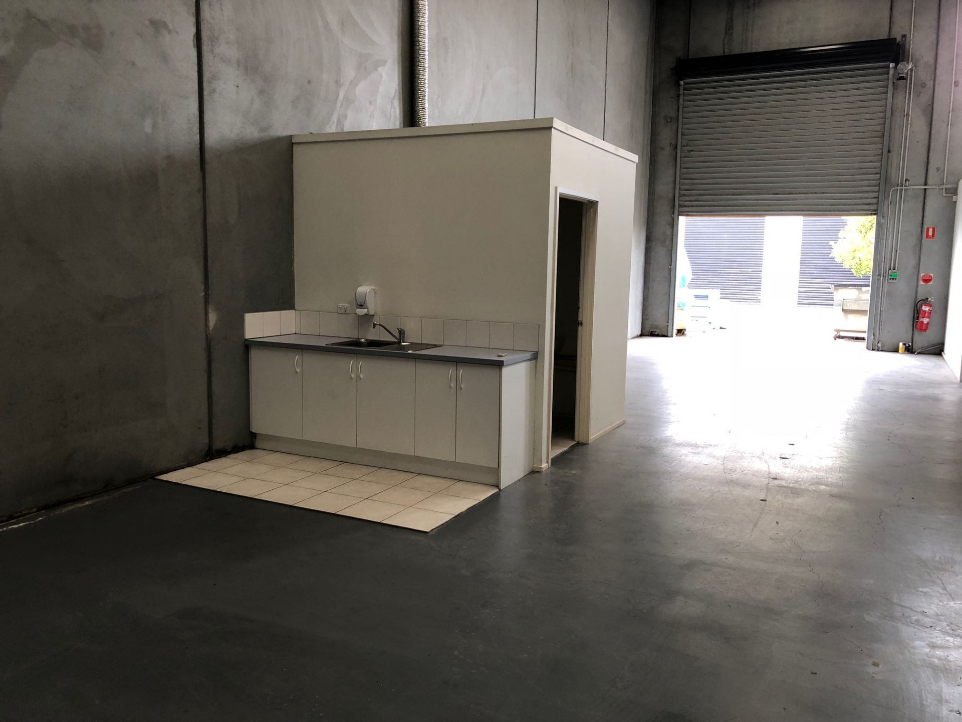 MODERN WAREHOUSE/ OFFICE - EXCEPTIONALLY WELL PRESENTED!