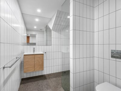 Recently Renovated Two Level Apartment - Access through Oxley Lane, New Farm