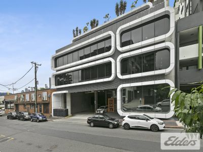 STUNNING OFFICE/HUGE BALCONY/ 4 CAR PARKS!