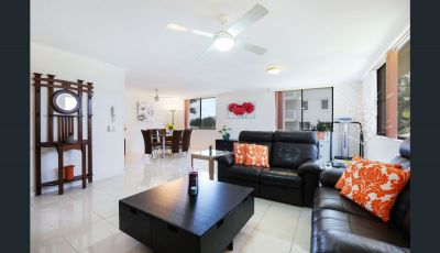2 Bedroom Fully Furnished Unit right next to the Beach!