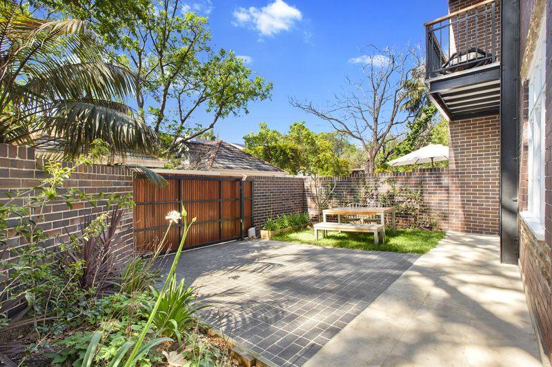 Luxurious Garden Oasis