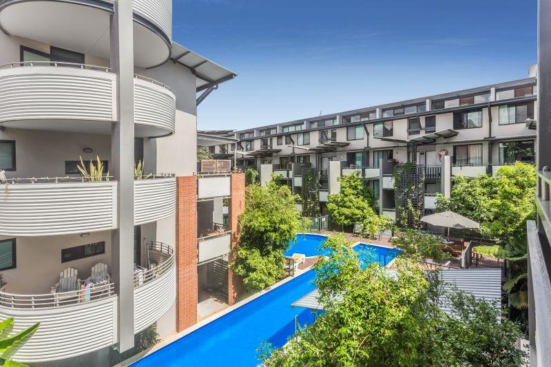 Gorgeous 3 Bed Apartment in Quiet Complex>
