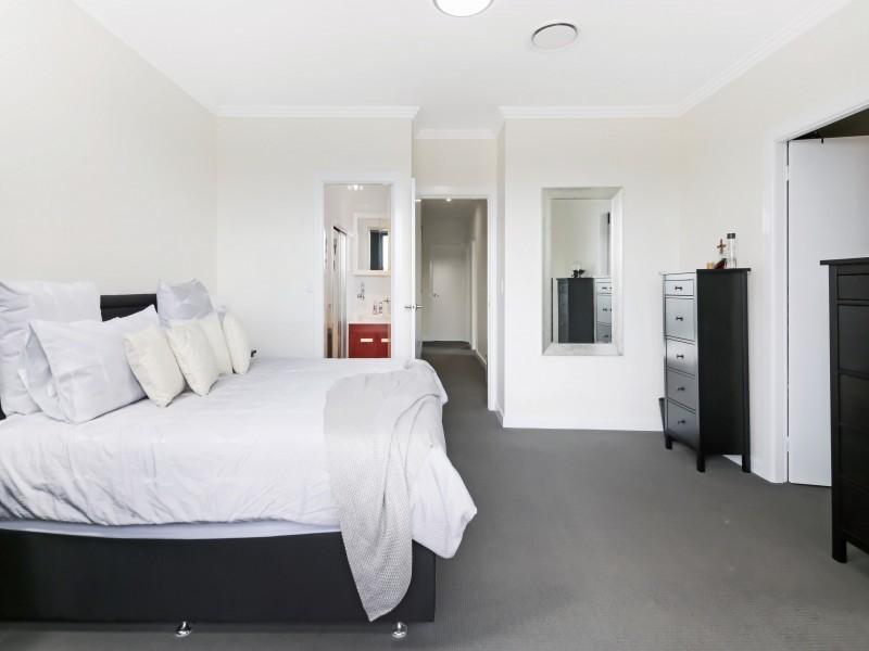 Near New 5 Bedroom with 2 En-Suits...
