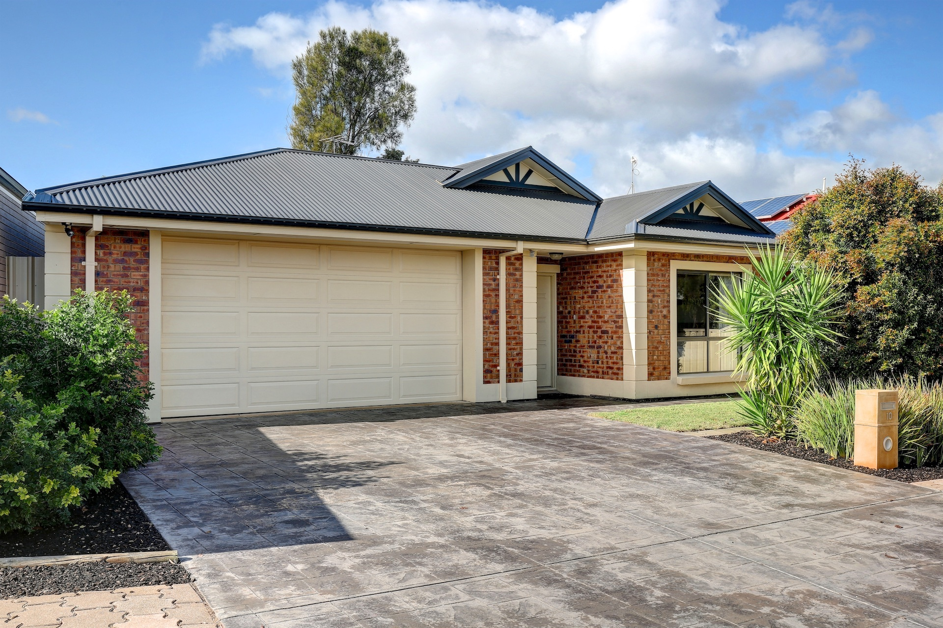 Superb Family Home - Double Garage - Two Living Areas