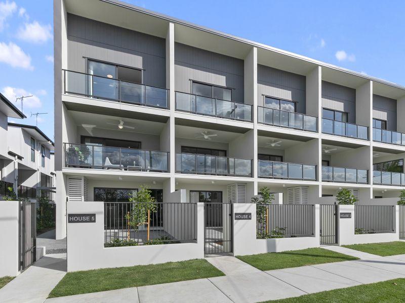 EAST BROADWAY - Brand New Luxury Terrace Home