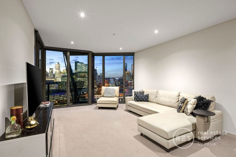 Striking north views and elegant Yarra's Edge style