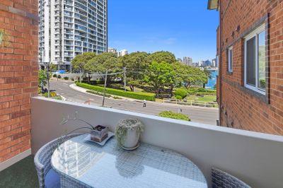 Stylish Art Deco Apartment wViews