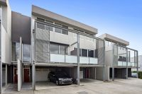 Versatile contemporary urban residence - the perfect opportunity for work-life balance