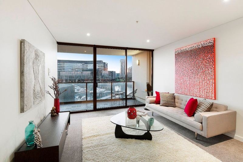 Unmissable views and genuine Yarra's Edge luxury