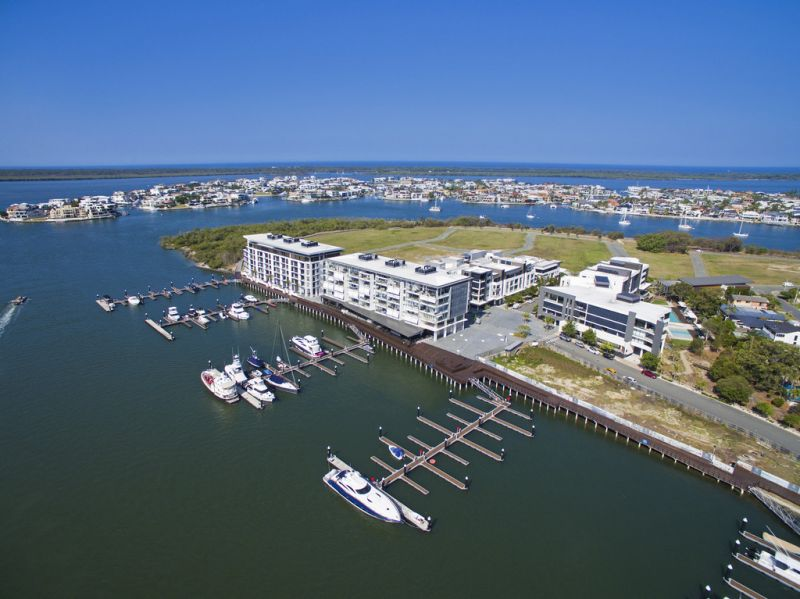 60+ METRES OF EXCLUSIVE WATERFRONT COMMERCIAL  - AN OPPORTUNITY NOT TO BE MISSED!
