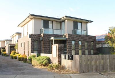 3 BEDROOM TOWNHOUSE WITH STUDY